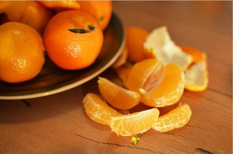 oranges, peeled and unpeeled